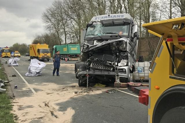 Sperrung Und Stau Lkw Unfall Auf Der B 224 Höhe Gladbeck Dorsten