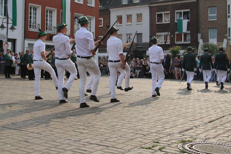 Parade durch die Altstadt am Samstag - Bürgerschützenverein Dorsten 2017Parade durch die Altstadt am Samstag - Bürgerschützenverein Dorsten 2017