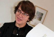 Marion Taube erklärt die Dorstener Stadtkrone