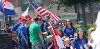 Feierlicher Einmarsch bei der 32. Sportplatzolympiade
