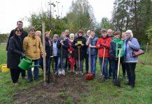 Apfelbaumpflanzaktion mit Bürgermeister Tobias Stockhoff