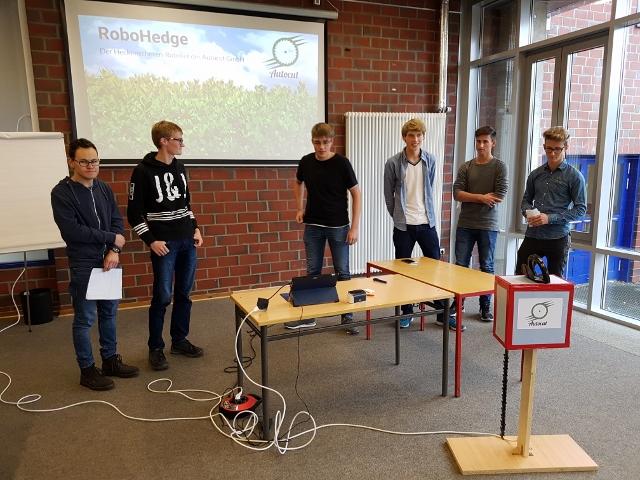 Schüler des Abiturjahrgangs der Gesamtschule Wulfen beschäftigen sich im Rahmen eines Projektkurses mit der eigenen Existenzgründung.