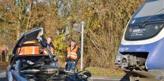 PKW in Wulfen von Nordwest Bahn erfasst.
