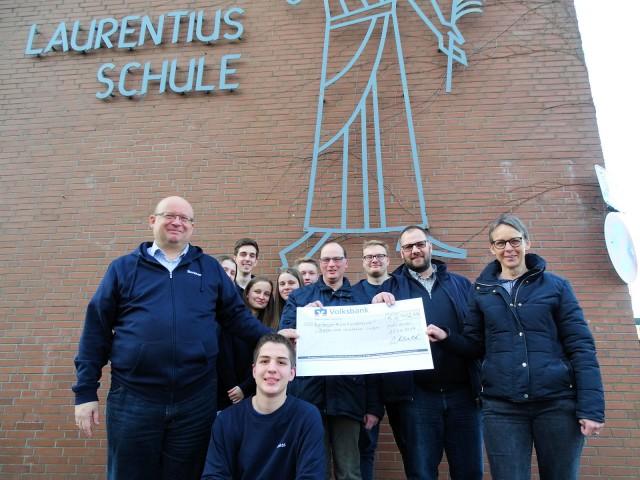 Über die großzügige Spende freute sich Heike Strototte (rechts) von der Diakonie Kreis RE. Foto: Lembeck.de - Frank Langenhorst