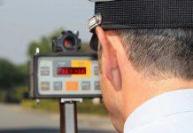 Polizei-Geschwindigkeitskontrolle-Blitze