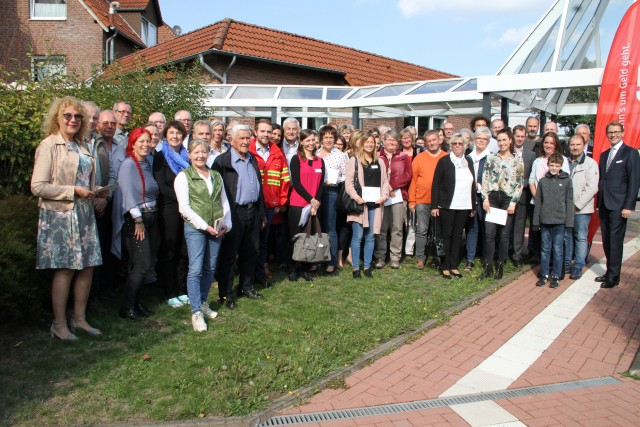 Viele gemeinnützige Helferinnen und Helfer aus dem Kreis Recklinghausen freuten sich über die Spenden.