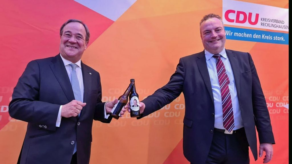 Armin-Laschet-gratuliert-Bodo-Klimpel-zur-Wahl-2020