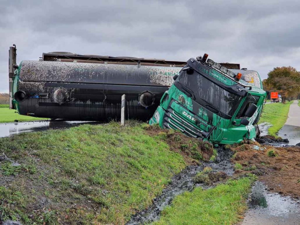 25000-Liter-Gülle-Unfall-LKW-Lembeck