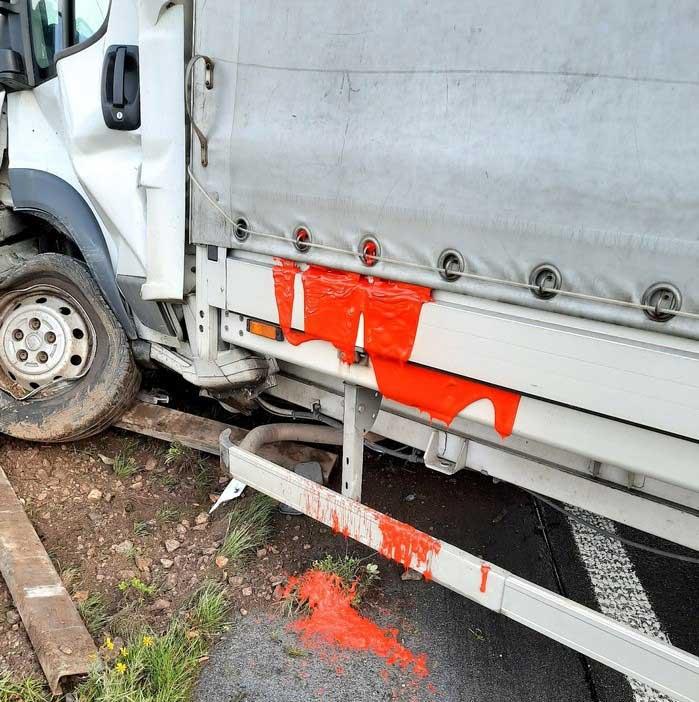 dorsten-verkehrsunfall-mit-kleintransporter-auf-der-bundesautobahn-31