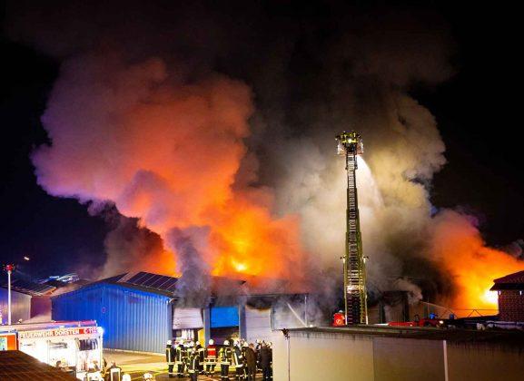 Inferno Großbrand Dorsten Garagenho